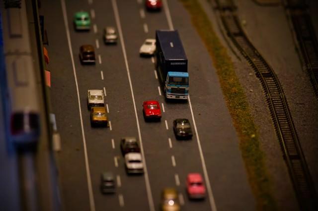 渋滞する道路(ミニチュア)の写真