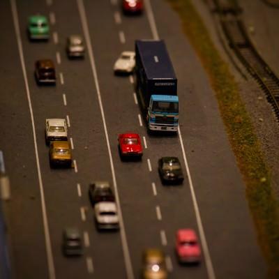 「渋滞する道路(ミニチュア)」の写真素材