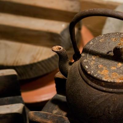 「錆びた鉄瓶」の写真素材