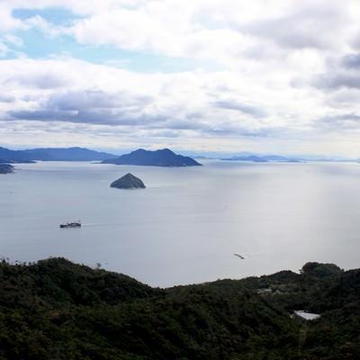 「瀬戸内海を見下ろす」の写真素材