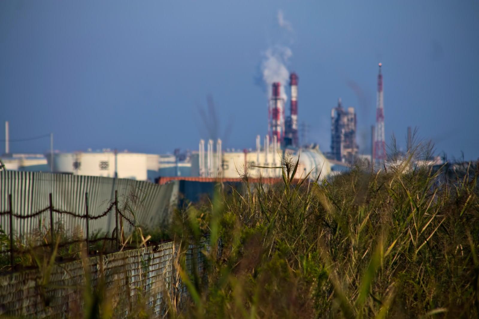 「遠くに見える工業地帯」の写真
