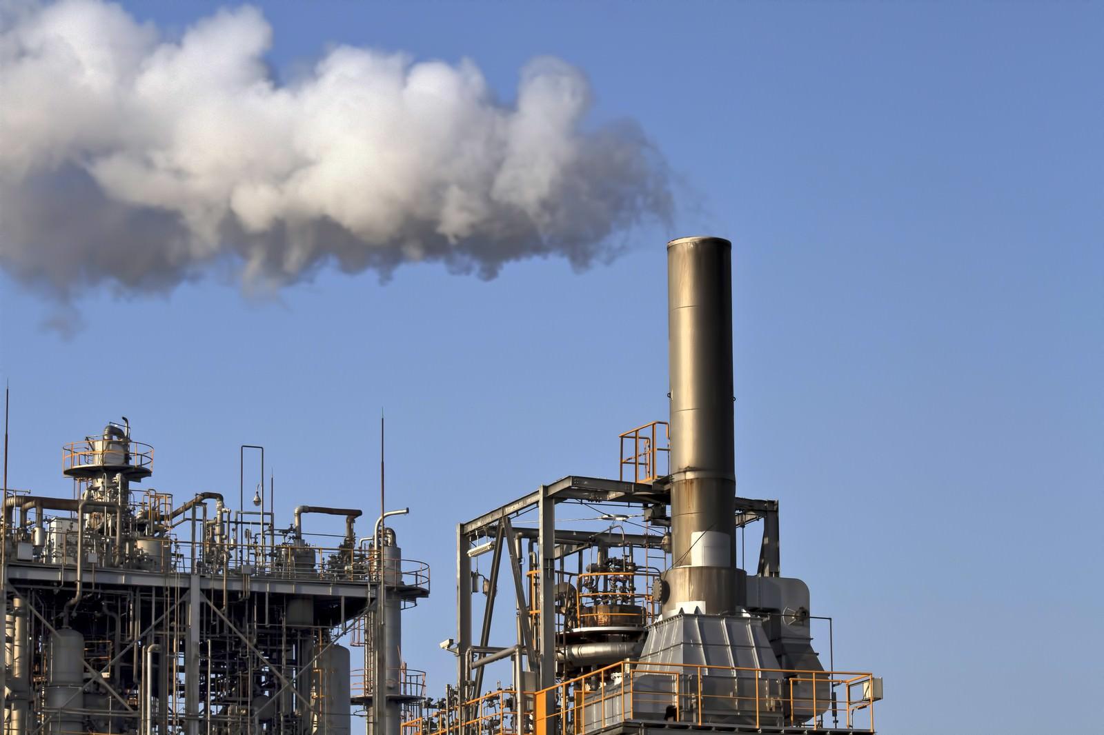 「煙をふく工場」の写真