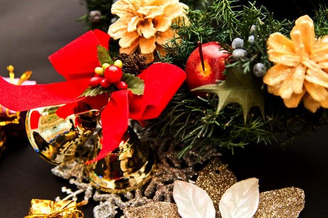 クリスマス用の飾り(ベル等)の写真