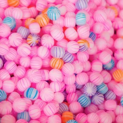 「ピンク色の丸い飴」の写真素材