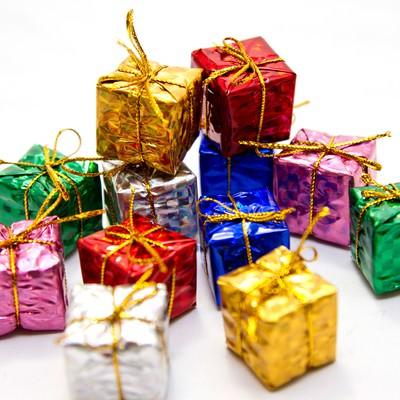 「積み重ねたプレゼントボックス」の写真素材