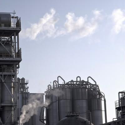 「水蒸気の排気と工場」の写真素材