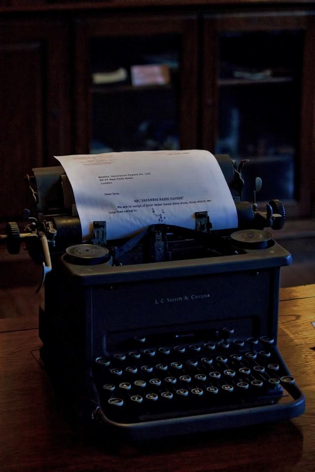 古いタイプライターの写真