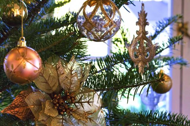 綺麗なクリスマスツリーの飾りの写真