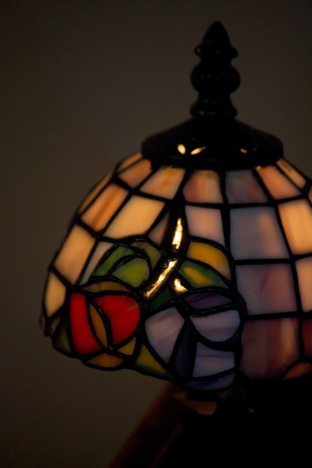 ステンドグラス風のランプの写真