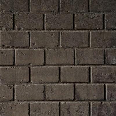 薄汚れたレンガ塀の写真