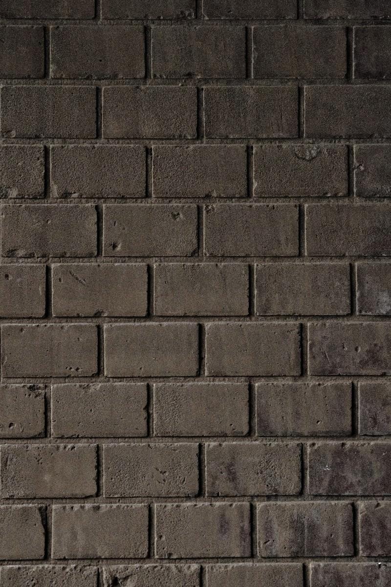 「薄汚れたレンガ塀」の写真