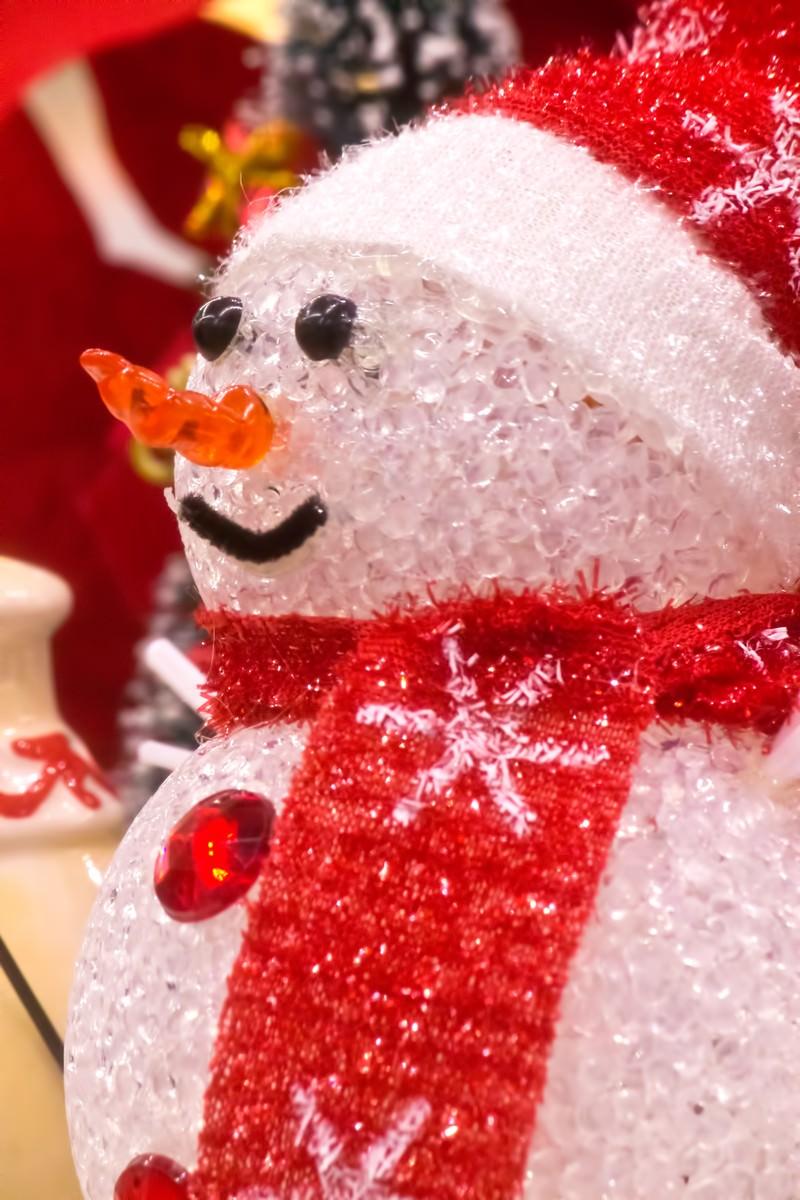「雪だるまの人形雪だるまの人形」のフリー写真素材を拡大