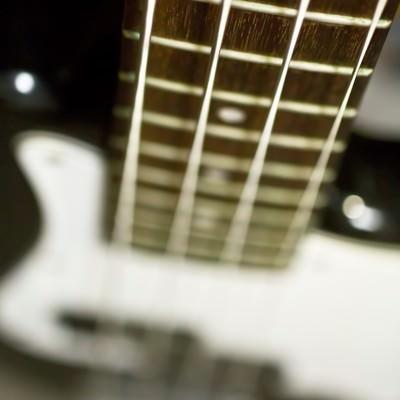 「ベースのネックと弦」の写真素材