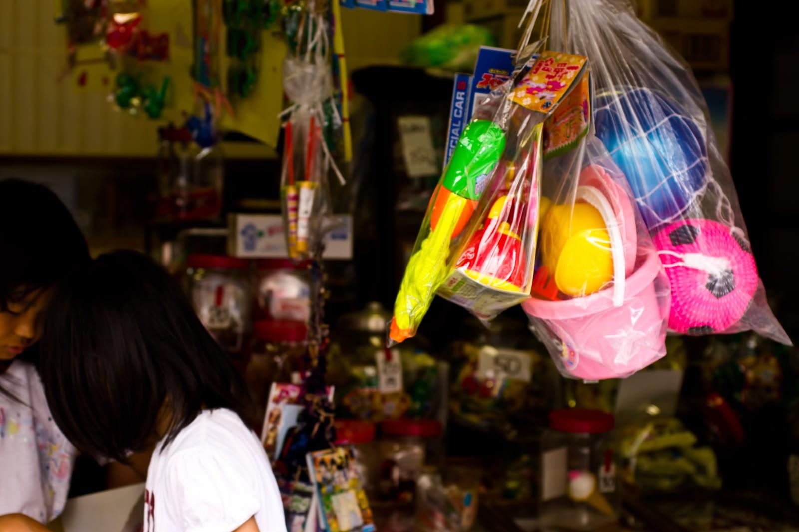 「駄菓子屋の店先」の写真