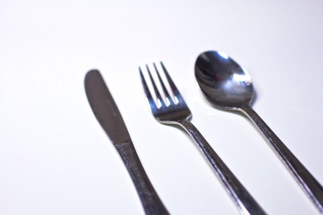 銀のナイフ・フォーク・スプーンの写真