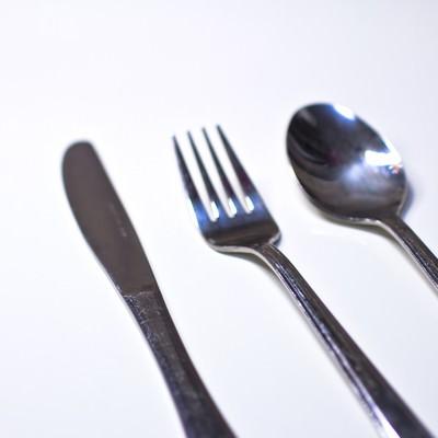 「銀のナイフ・フォーク・スプーン」の写真素材