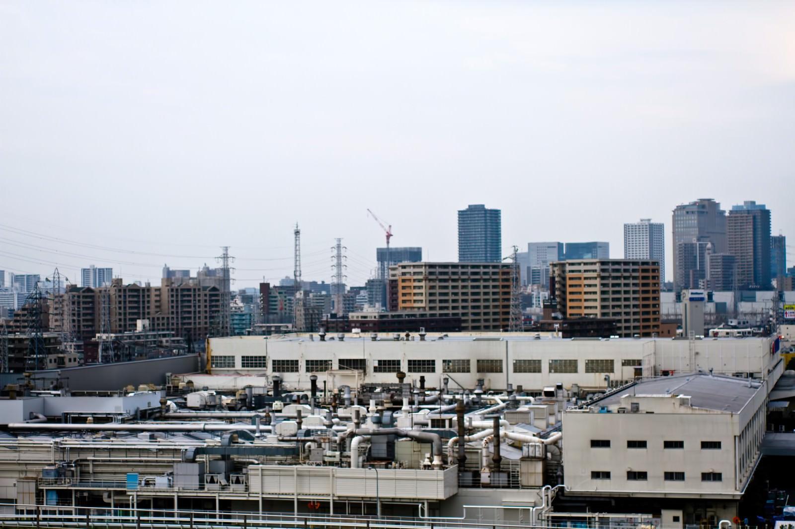 「川崎の工場とビル」の写真
