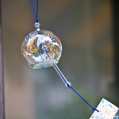 「ガラスの丸い風鈴」の写真素材