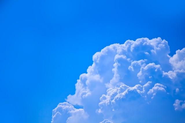 真夏の入道雲の写真