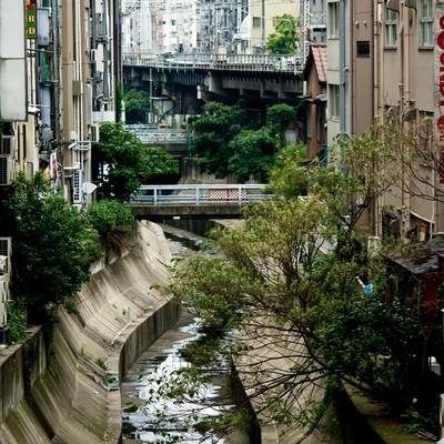 「渋谷川と街並み」の写真素材
