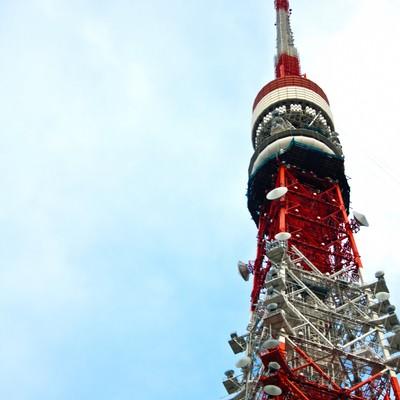 「天辺が曲がった東京タワー」の写真素材