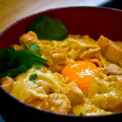 「卵と親子丼」の写真素材