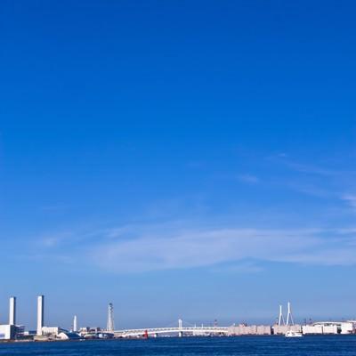 横浜の海と青空の写真