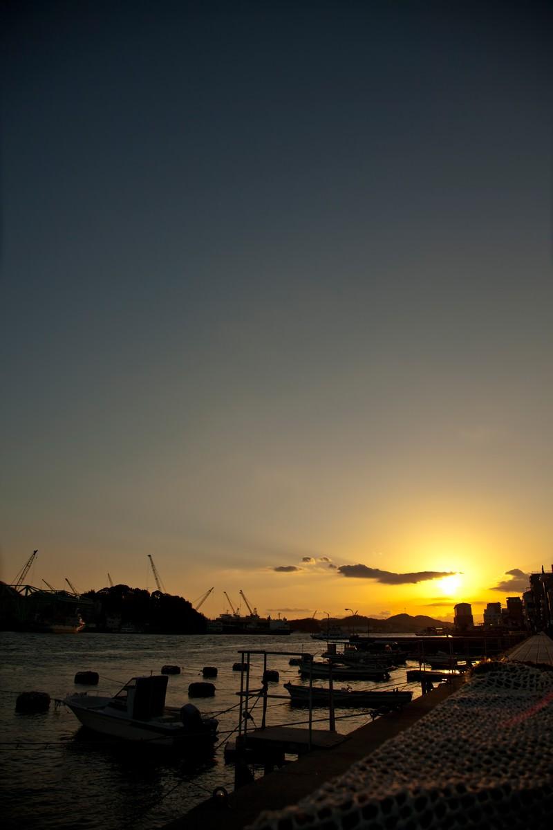 「夕焼けの漁港」の写真