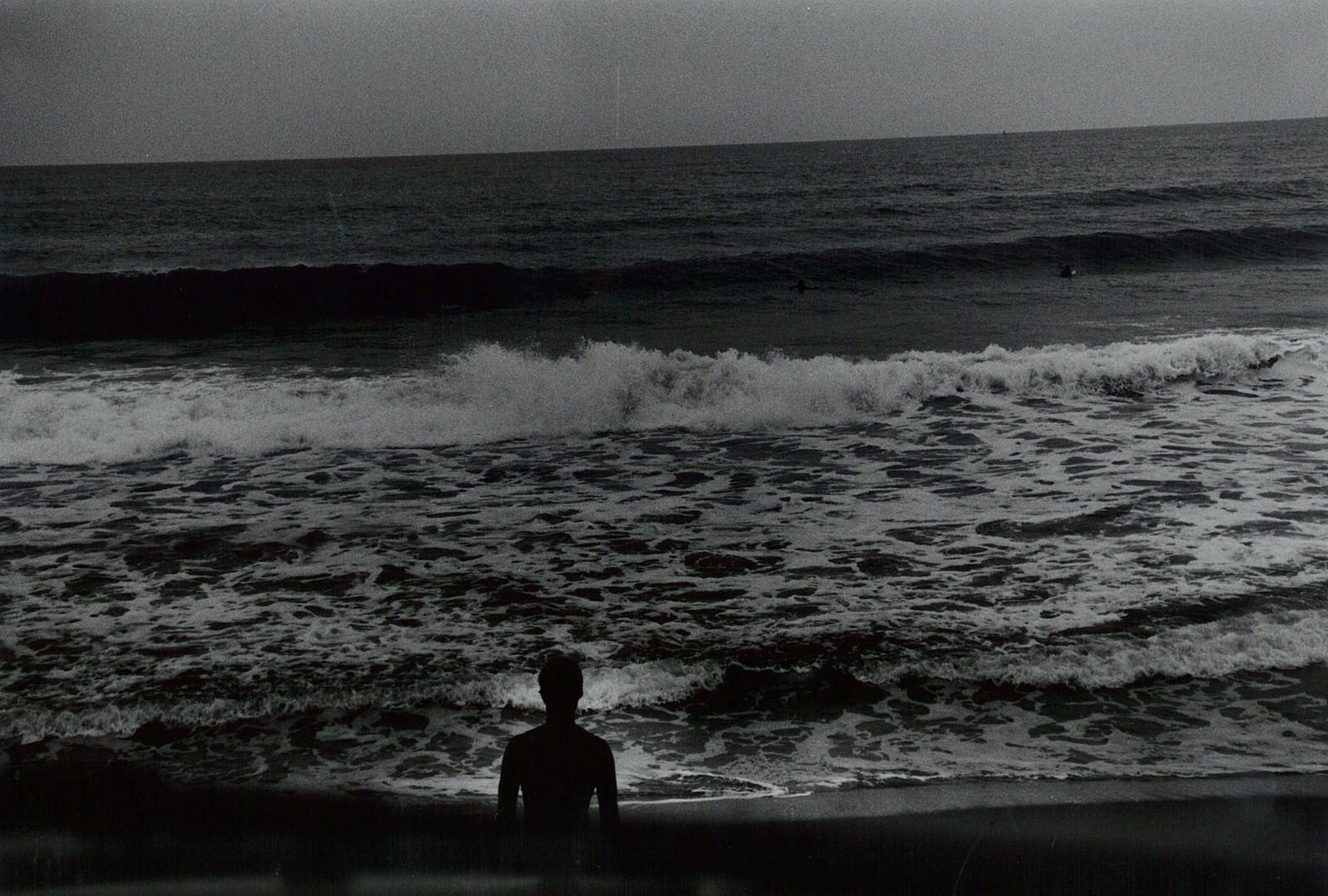 「海とサーファー(フィルム写真)」の写真