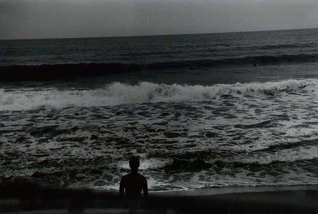 海とサーファー(フィルム写真)の写真
