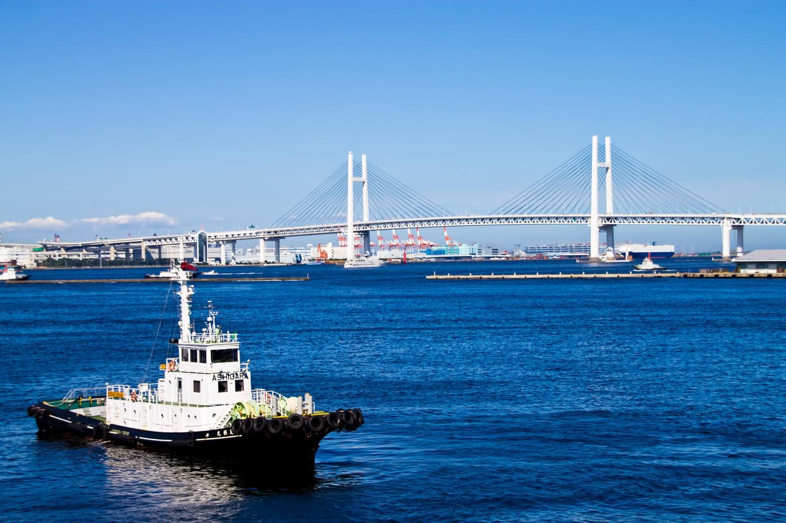 「ベイブリッジと青い海」の写真