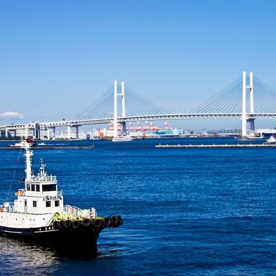 「ベイブリッジと青い海」の写真素材