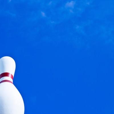 「ボーリング場の巨大ピン」の写真素材