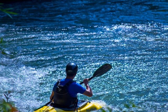 カヌーの渓流下りの写真