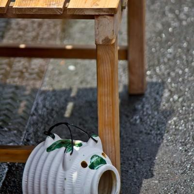「蚊取豚とうちわ」の写真素材