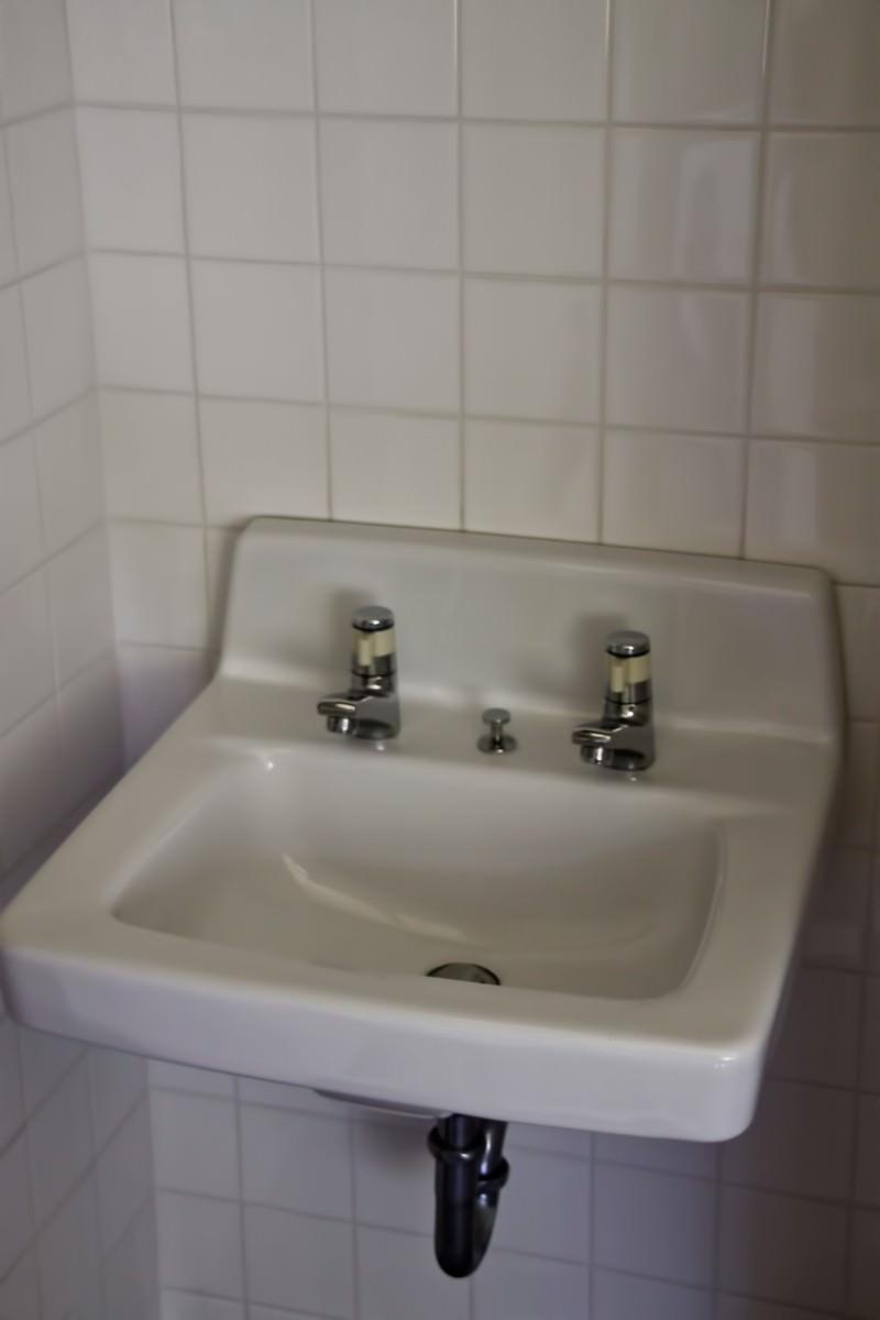 「無機質な洗面台」の写真