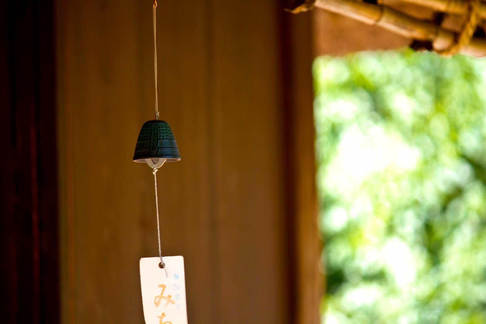 「軒先の風鈴」の写真