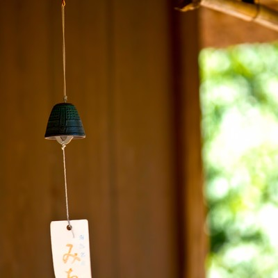 「軒先の風鈴」の写真素材