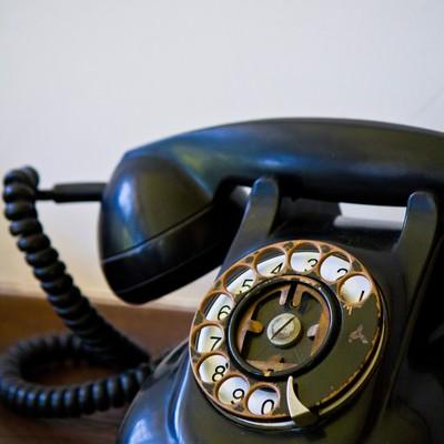 「レトロな黒電話」の写真素材
