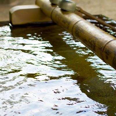 「境内の手水場」の写真素材