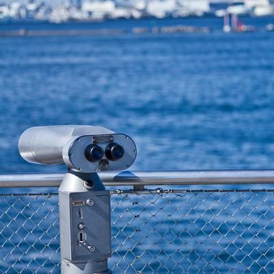 海と双眼鏡の写真