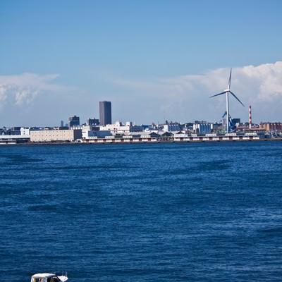 「横浜の海とボート」の写真素材