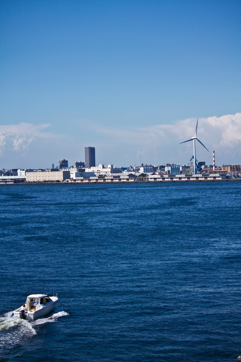 「横浜の海とボート」の写真