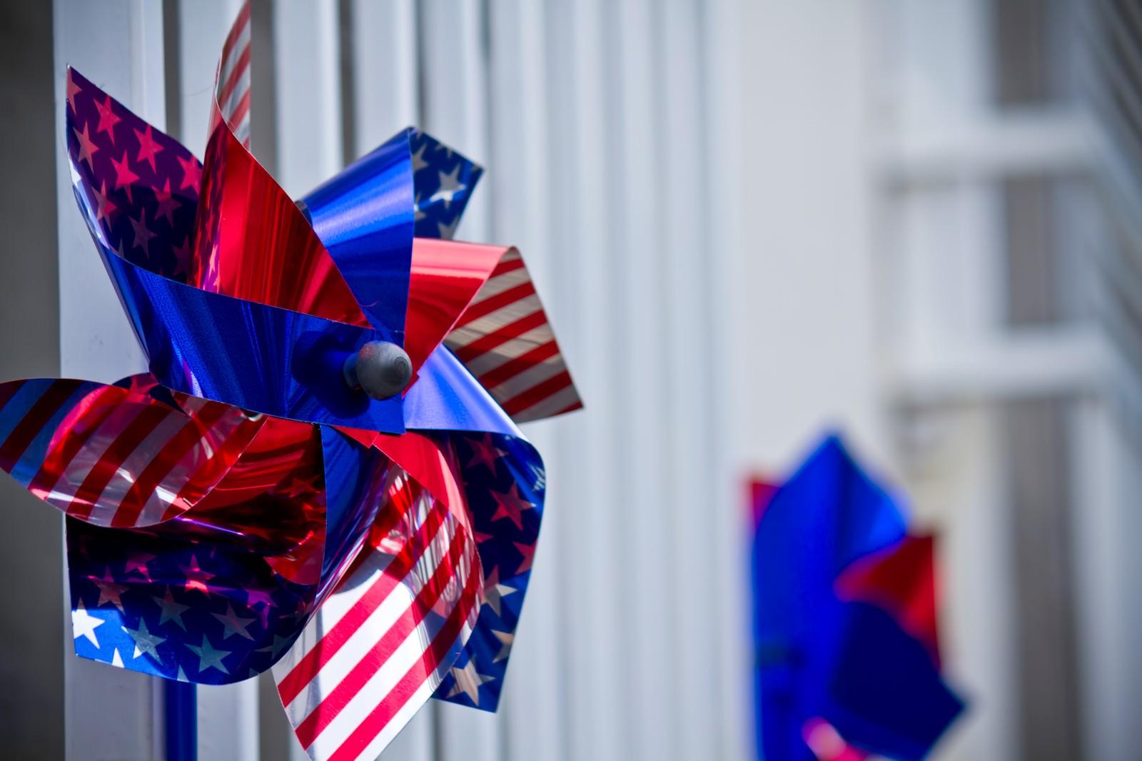 「アメリカ国旗の風車アメリカ国旗の風車」のフリー写真素材を拡大