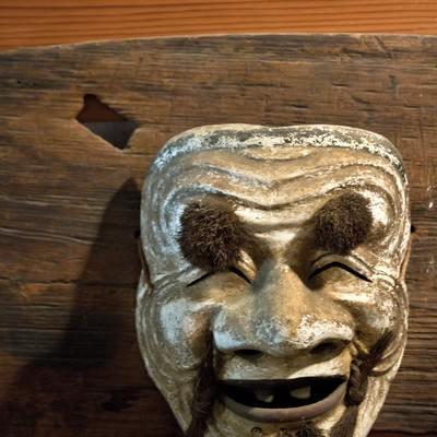 「不気味に笑う能面」の写真素材