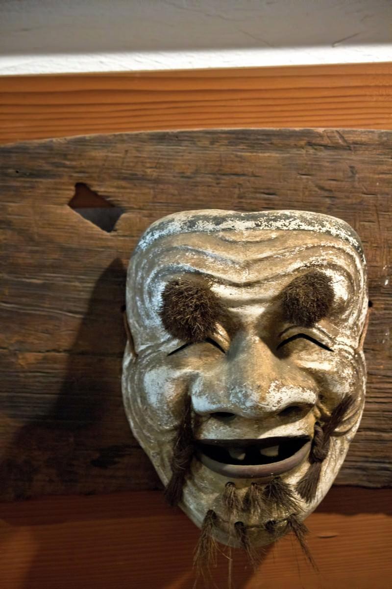 「不気味に笑う能面   写真の無料素材・フリー素材 - ぱくたそ」の写真
