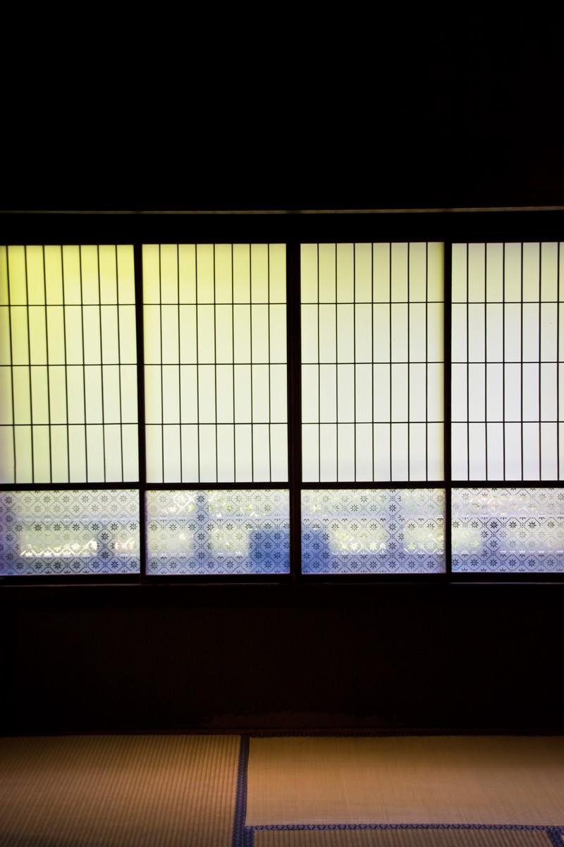 「ガラス戸と畳」の写真