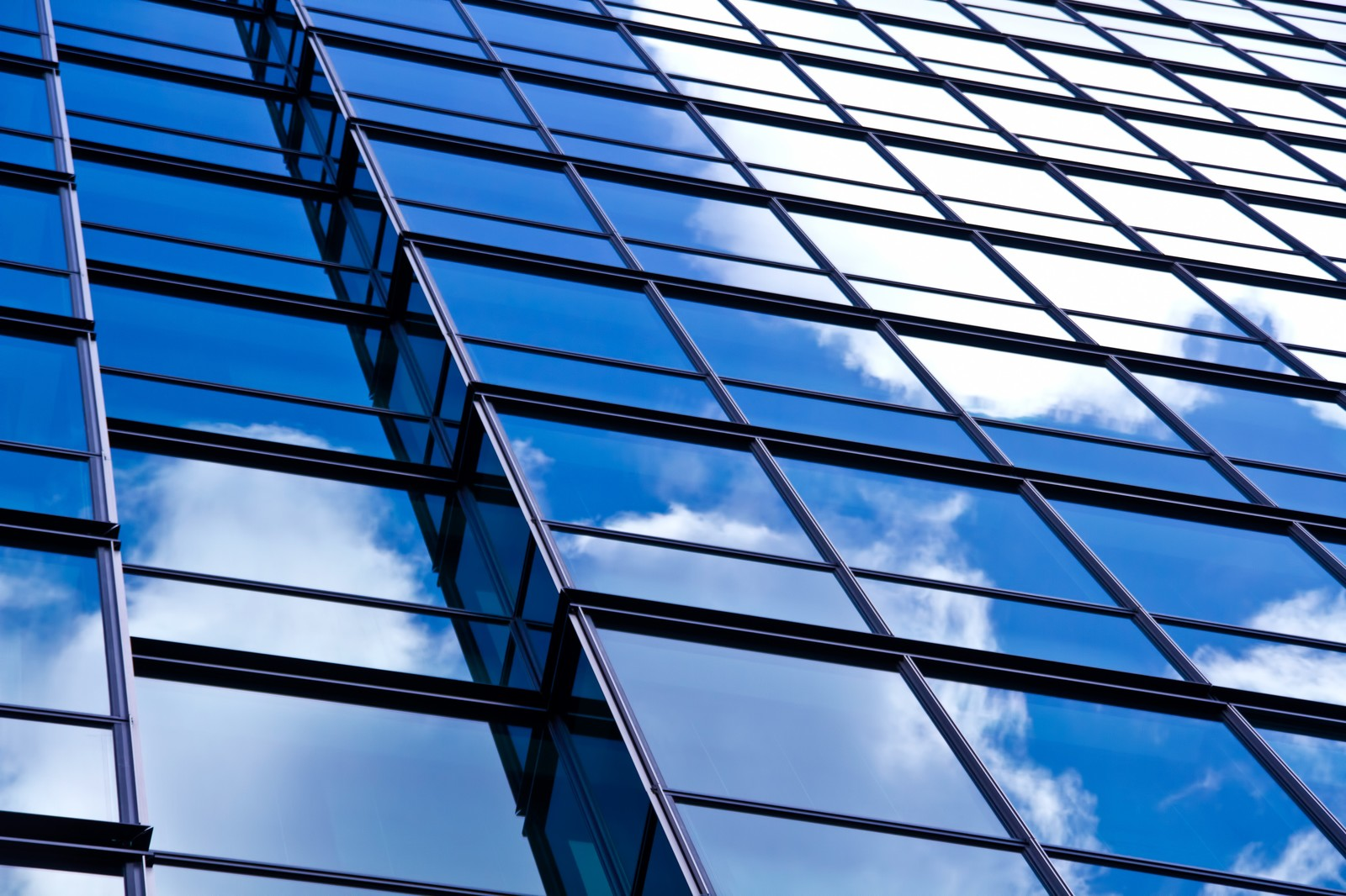 「反射された青い空」の写真