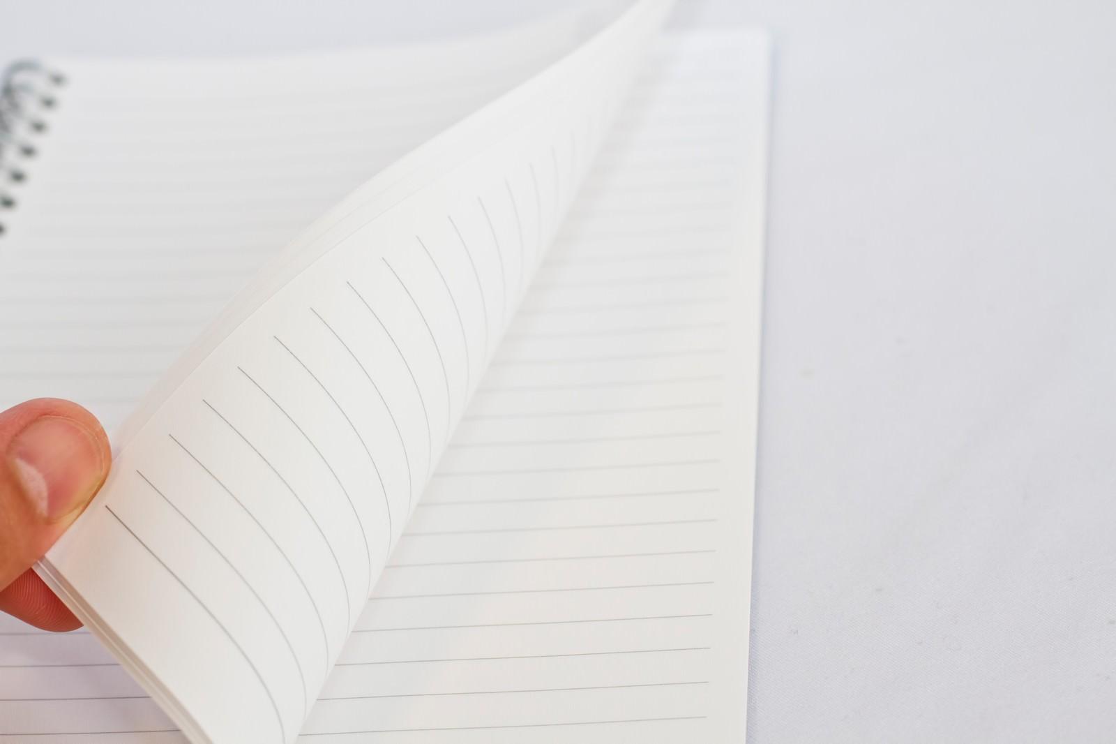 「めくられるノート」の写真