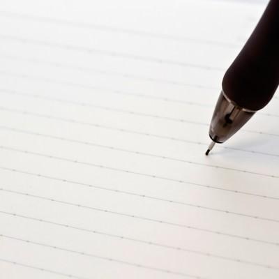 「ノートに書き込むペン」の写真素材